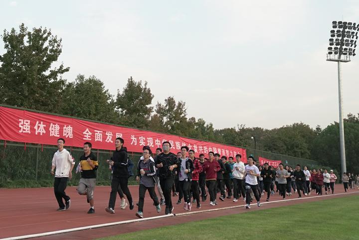 """【众言堂·网评】养成良好的锻炼习惯需要有个""""推动者"""""""