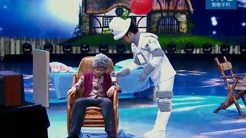 街舞王子演绎机器人大白感动李冰冰