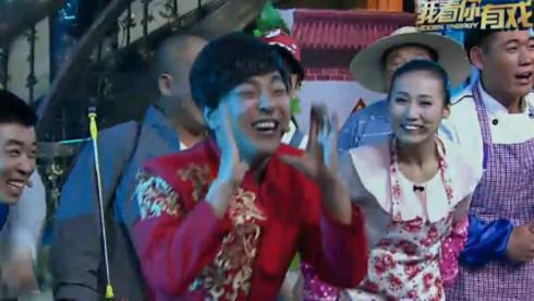 村民扭秧歌办婚礼请导师吃喜糖