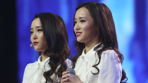双胞胎姐妹花上演小品讽刺大牌女星